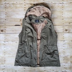 green zip up hooded vest